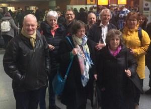 Algunos de los representantes de la EUSJA en la estación de Atocha, listos para viajas a Valencia
