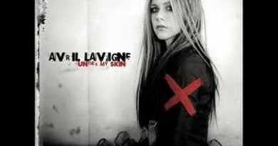 Avril Lavigne – Fall To Pieces