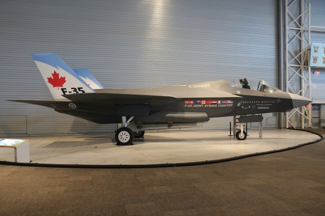 Lockheed_Martin_F-35_Lightning_II_(mock-up),_Canada_-_Air_Force_AN1753011