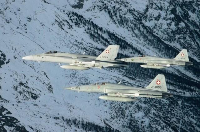 FA-18 e F-5E Tiger II - foto Força Aérea Suíça