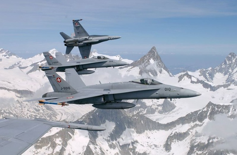 FA-18-foto-For%C3%A7a-A%C3%A9rea-Su%C3%A
