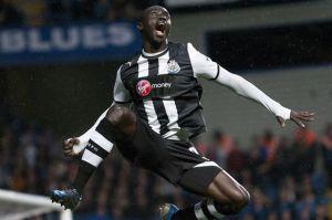Papiss+Cisse+celebrates+his+goal+for+Newcastle