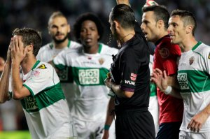 L-arbitre-d-Elche-Real-Madrid_w647