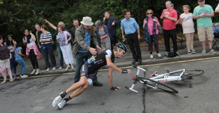 andy schleck_chute lors de la 3e etape du tour de france 2014