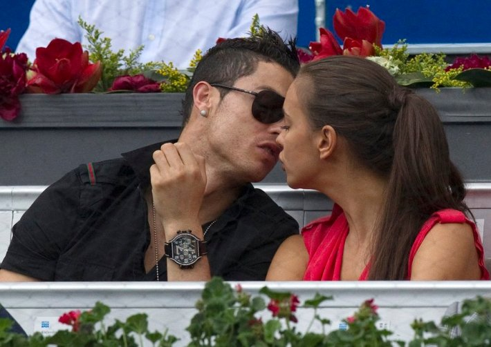 Real Madrid's Ronaldo and his girlfriend Shayk kiss during the men's semi-final match between Roger Federer and Janko Tipsarevic at the Madrid Open tennis tournament