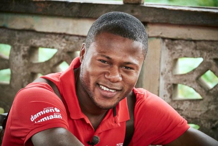 Reportage photographique sur la visite de chancel Mbemba à Kinshasa. Le joueur de foot d'anderlecht a visité les projets lèpre et tuberculose de l'ONG