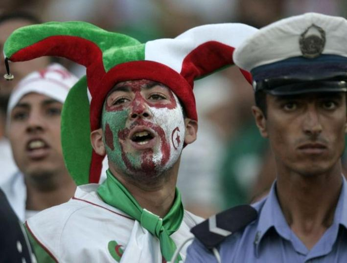 An Algeria fan cheers for his team during their 2010 World Cup qualifying soccer match at Tachaker stadium in Blida, southwest of Algiers June 7, 2009.  REUTERS/Louafi Larbi (ALGERIA SPORT SOCCER)