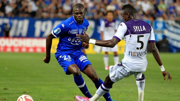 Bastia's Mailian defender Drissa Diakite (L) vies with Toulouse's Guinean defender Issiaga Sylla during the French L1 football match Bastia (SCB) vs Toulouse (TFC) on August 23, 2014 at the Armand-Cesari stadium in Bastia. AFP PHOTO / PASCAL POCHARD-CASABIANCA        (Photo credit should read PASCAL POCHARD CASABIANCA/AFP/Getty Images)