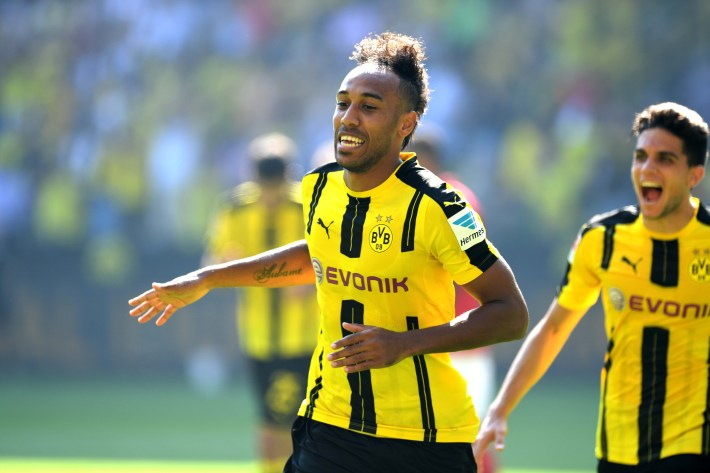 Dortmund's Gabonese striker Pierre-Emerick Aubameyang celebrates after scoring the 1-0 during the German first division Bundesliga football match of Borussia Dortmund vs FSV Mainz 05 in Dortmund, western Germany, on August 27, 2016.  / AFP PHOTO / PATRIK STOLLARZ / RESTRICTIONS: DURING MATCH TIME: DFL RULES TO LIMIT THE ONLINE USAGE TO 15 PICTURES PER MATCH AND FORBID IMAGE SEQUENCES TO SIMULATE VIDEO. == RESTRICTED TO EDITORIAL USE == FOR FURTHER QUERIES PLEASE CONTACT DFL DIRECTLY AT + 49 69 650050
