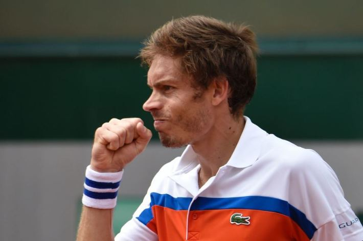 France's Nicolas Mahut reacts after winning a point against Ricardas Berankis during their men's first round match at the Roland Garros 2016 French Tennis Open in Paris on May 24, 2016. / AFP PHOTO / Eric FEFERBERG