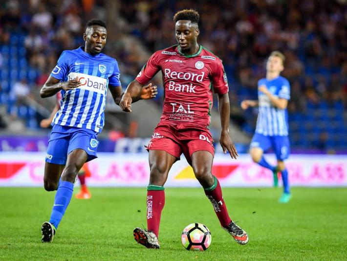 Essevee s Soualiho Meite and Genk s Wilfried Onyinye Ndidi fight for the ball during the Jupiler Pro League match between KRC Genk and Zulte Waregem, in Genk, Sunday 28 August 2016, on the fifth day of the Belgian soccer championship. LUCxCLAESSEN PUBLICATIONxINxGERxSUIxAUTxONLY x04920996xESSEVEE s Soualiho Meite and Genk s Wilfried Onyinye Ndidi Fight for The Ball during The Jupiler Pro League Match between KRC Genk and Zulte Waregem in Genk Sunday 28 August 2016 ON The Fifth Day of The Belgian Soccer Championship LUCxCLAESSEN PUBLICATIONxINxGERxSUIxAUTxONLY x04920996x
