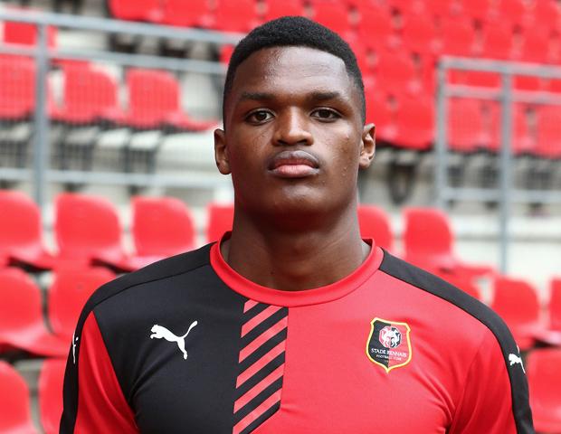 Premier contrat professionnel pour Nyamsi — SRFC