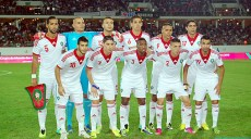La sélection marocaine de football alignée contre la sélection sud-africaine, vendredi (11/10/13) en match amical d'ouverture du Grand stade d'Agadir. (MAP/Bureau Agadir)