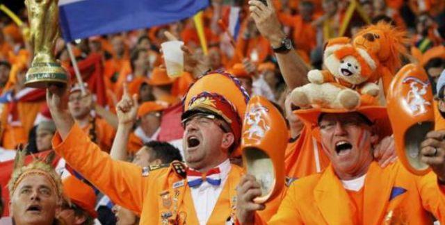 1200x768_supporters-neerlandais-hysteriques-lors-match-contre-cameroun-coupe-monde-24-juin-cap