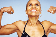 عمرها 77 عاماً وتلعب كمال الأجسام