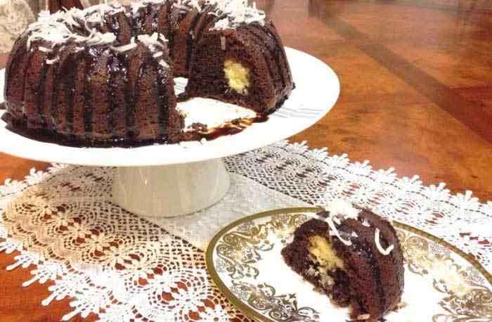 طريقة تحضير كيكة الشوكولاتة بحشوة جوز الهند