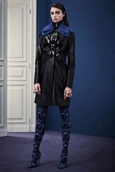 أزياء بالأزرق والأسود