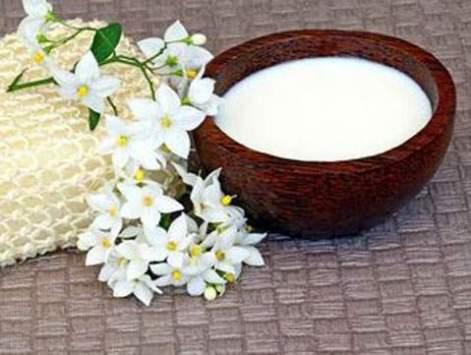 خلطات الحليب لبشرة مشرقة و ناعمة