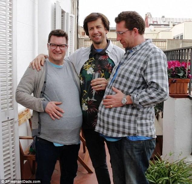 ثلاثة رجال حوامل