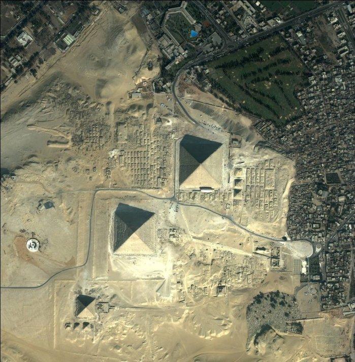 اهرامات الجيزة بمصر