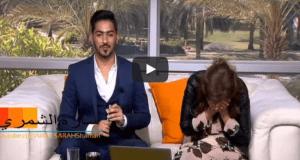 مذيعة العربية تدخل في نوبة ضحك
