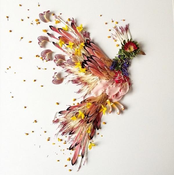 طاووس رائع من الزهور و الأوراق