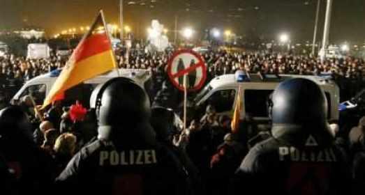 منظمة بيجيدا الألمانية المعادية للإسلام تنظم أكبر تجمع لها منذ شهور في ألمانيا
