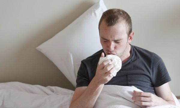 التخلص من التهاب الرئتين و السعال بوصفة منزلية سحرية