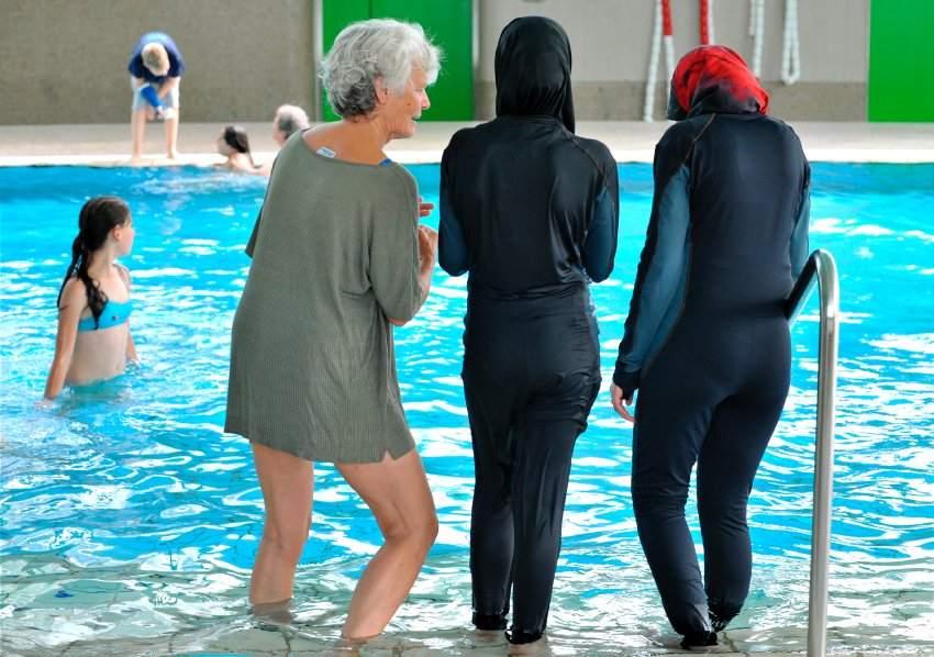 سويسرا ترفض منح جنسيتها لمسلمتين رفضتا السباحة مع ذكور !