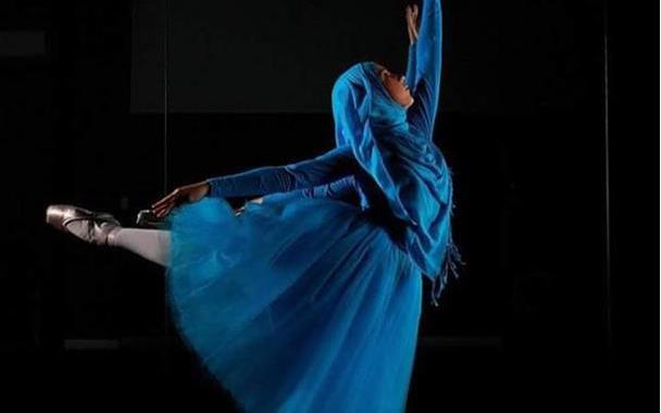 بالصور أول راقصة بالية محجبة !! الطموح لا يعرف المستحيل