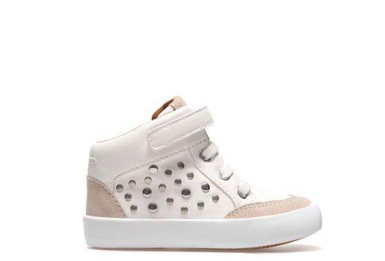 أجمل أحذية للأطفال الصغار ألوان جذابة و تصاميم مميزة من أحلى عالم