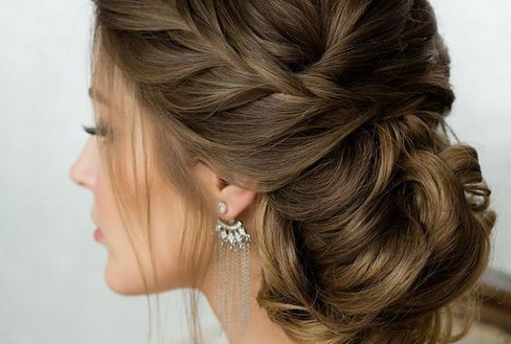 أجمل تسريحات شعر عرايس 2017 لطلة ملكية ساحرة يوم زفافك