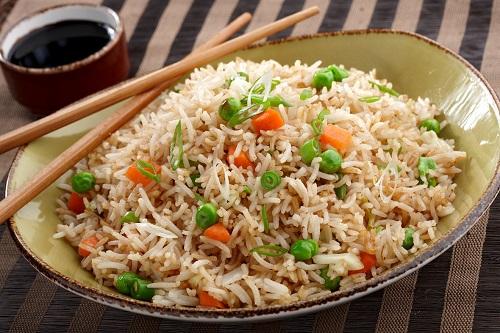 أرز بالخضار طبق شهي وبسيط من أحلى عالم