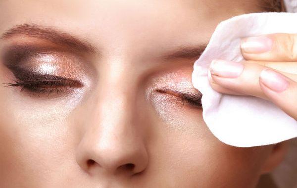 إزالة المكياج عن بشرتك بوصفات طبيعية