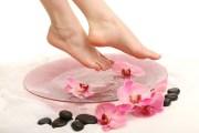 خلطات للتخلص من تشقق القدمين لتمنحي قدميك النعومة و الجمال