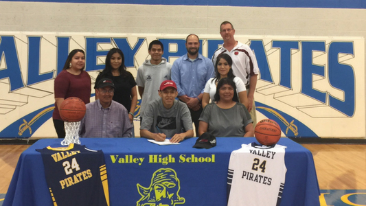 Valley High School Seniors Sign with SAGU AIC