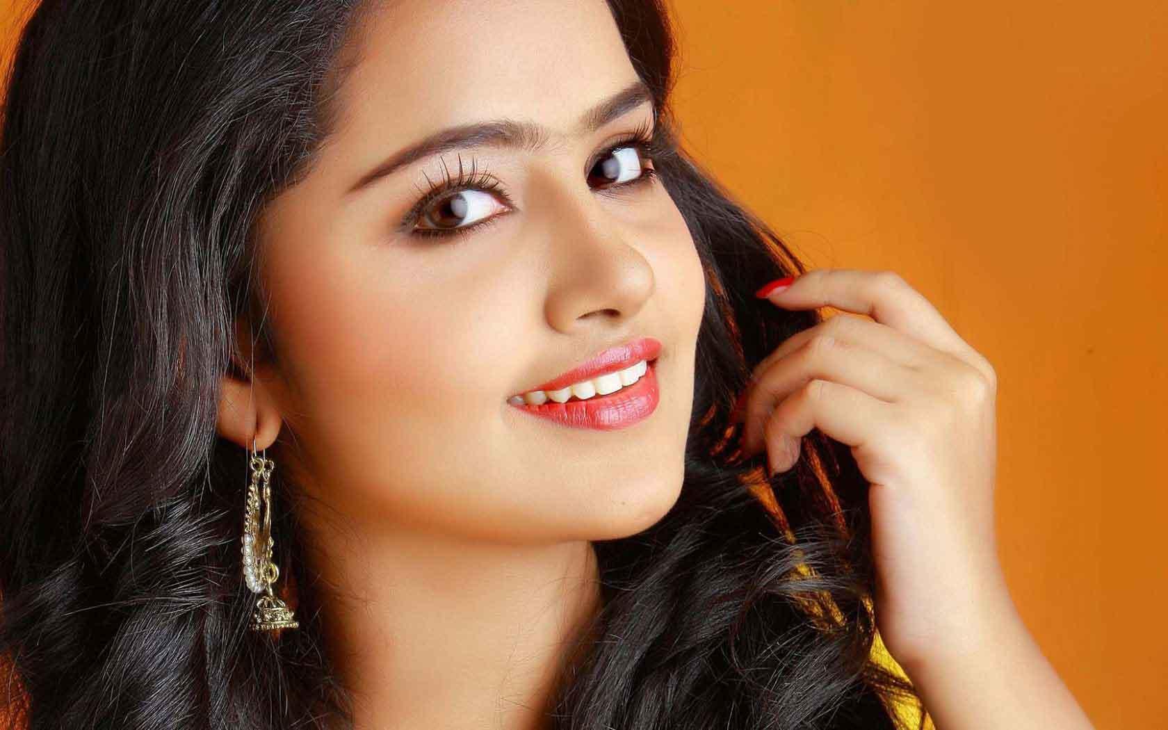 Boy And Girl Wallpaper Hd Download Anupama Parameswaran Biography Age Movies Height
