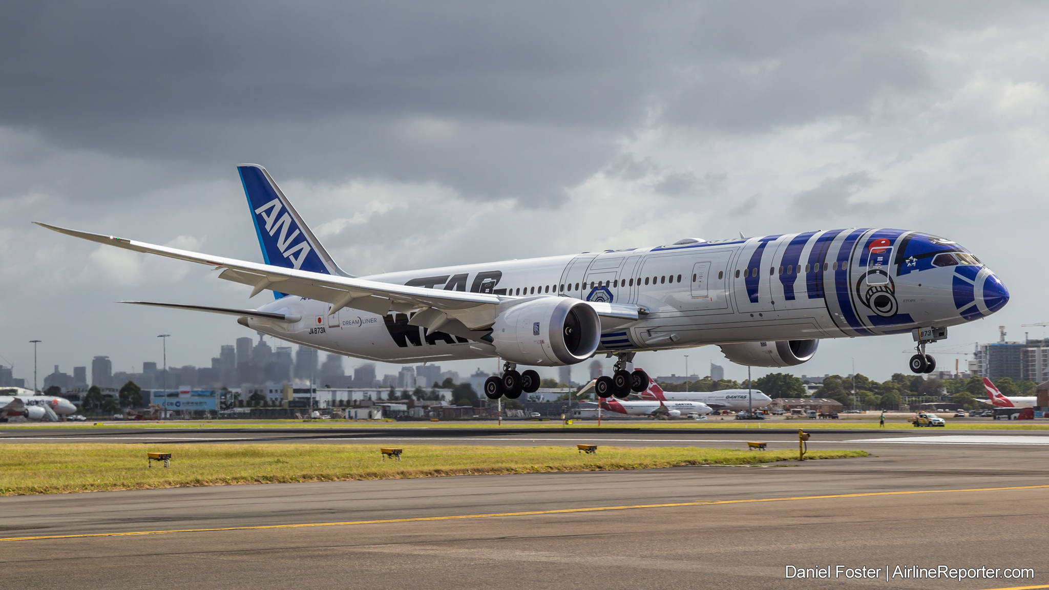 A380 Wallpaper Hd Ana Returns To Sydney In Style With The R2 D2 Star Wars