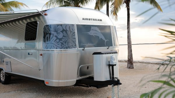 Features Tommy Bahama Special Edition Travel Trailer