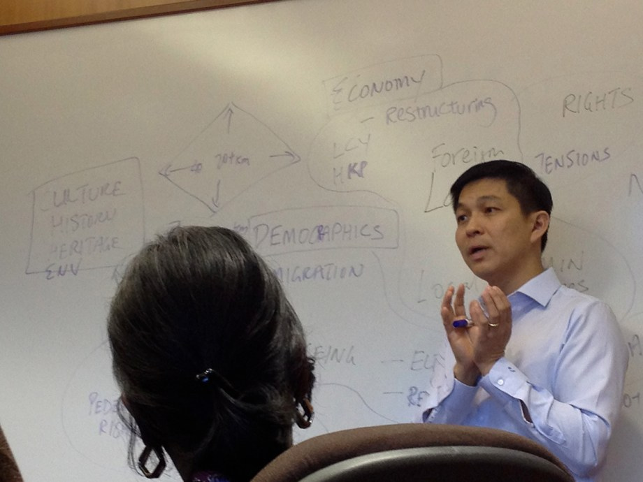 From army general to politician to university lecturer? Tan Chuan-Jin gives a public policy lesson to AJF Fellows.