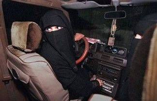 femme en niqab conduisant