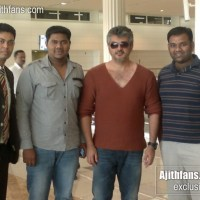 Ajith and Crew at Dubai Airport for Vishnuvardhan Film - Exclusive Pics