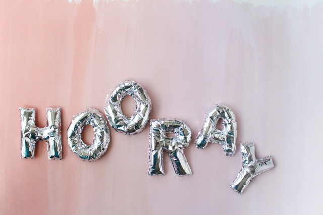 DIY mini foil letter balloon cake toppers | A Joyful Riot @ajoyfulriot