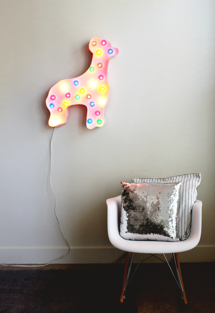 DIY circus animal cookie marquee light. Happy and cheerful! Perfect for nursery decor or a party! Via A Joyful Riot
