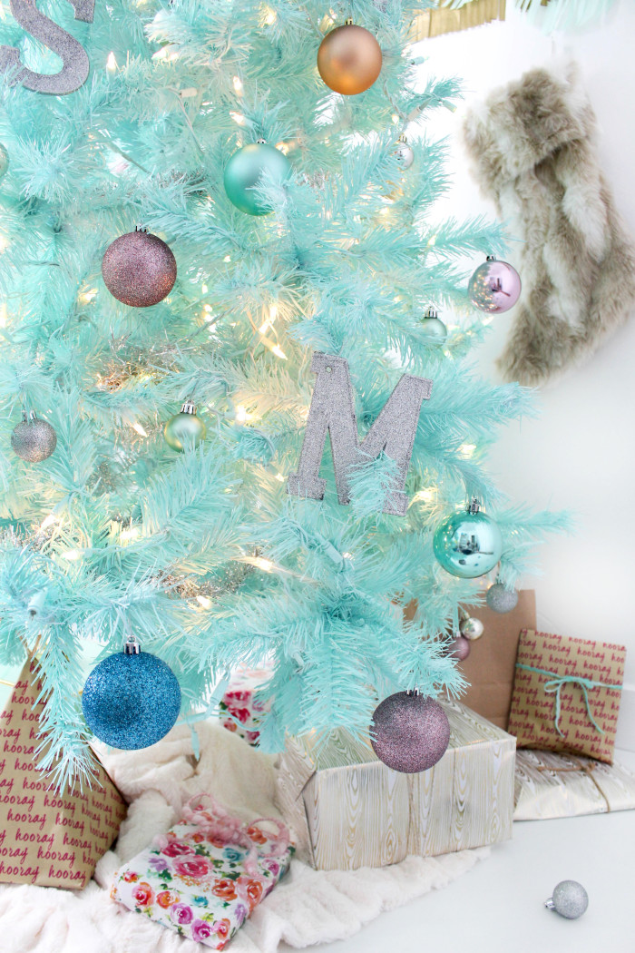 How to spray paint a Christmas tree-20