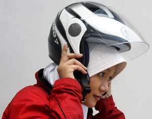 Tips Cara Memakai Helm Yang Baik Bagi Jilbabers