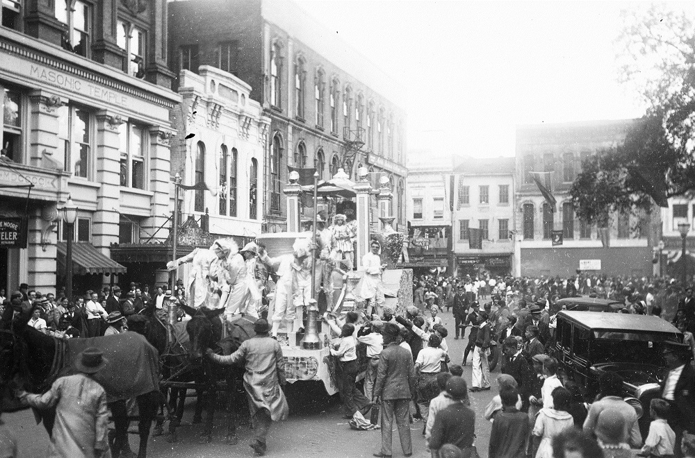 history of mardi gras Mardi gras in southwest louisiana has a colorful history dating back to 1882,  when momus, king of mardi gras, landed his royal yacht at the foot of pujo street.