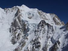 Nepal Trekkers and 6000m Climbers Find Success