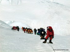 Everest/Lhotse 2016: Slow Climbers put Others at Risk