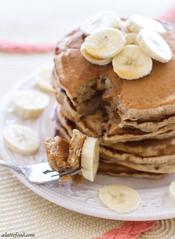 {Fluffy} Honey Banana Pancakes: These thick pancakes are light, fluffy, and filled with tons of honey banana flavor! Breakfast of champions.  | www.alattefood.com